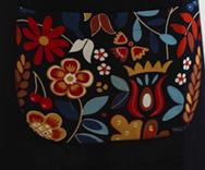 Imprimé fond noir et fleur colorée